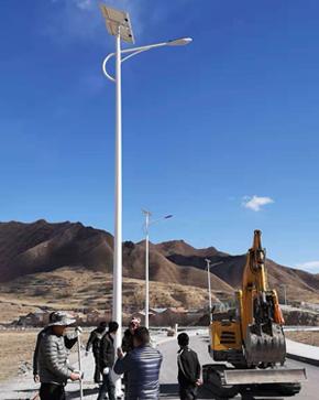 甘南碌曲10米太阳能路灯项目1
