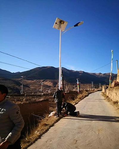 青海循化县尕楞乡哇龙村道亮灯